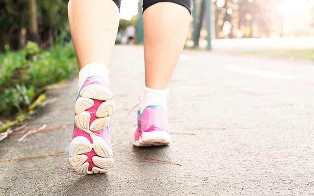 Hoja proti otečenim nogam